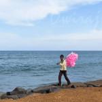 IMG_4578-candyfloss-beach-india-salesman-child-kid-photography-ferrywala