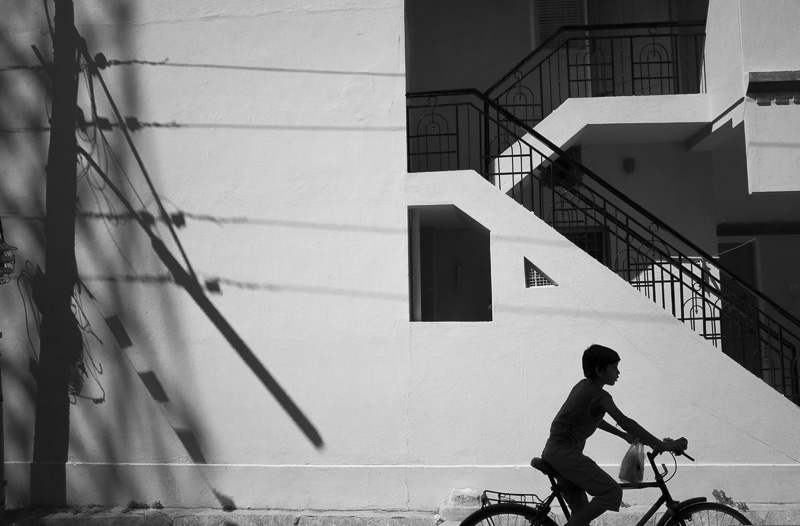 cyclist-kid-children-bicycle-streets-shadows-dark-best-india-photography-bangalore-bestphoto
