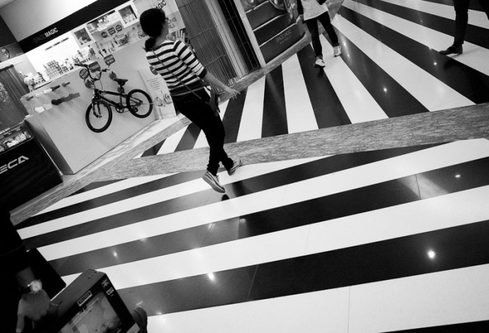 streetphotography-india-pattern-zebra-cross-mall-design-people-everday-stripes-fashion